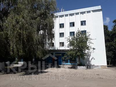 Здание, площадью 2809.5 м², Аэропорт 3/У — Напротив аэропорта за 180 млн 〒 в Таразе