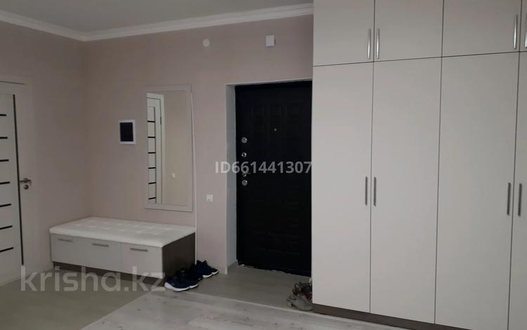 2-комнатная квартира, 82.5 м², 10/10 этаж, проспект Р.Кошкарбаева за 27 млн 〒 в Нур-Султане (Астана), Алматы р-н