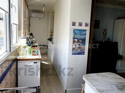 3-комнатная квартира, 63 м², 12/12 этаж, мкр Самал-2 за 28 млн 〒 в Алматы, Медеуский р-н — фото 3