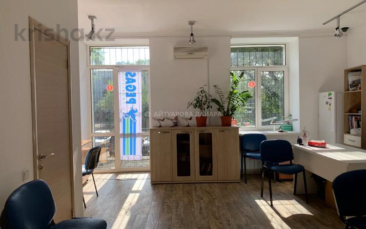 Магазин площадью 53 м², проспект Назарбаева — Толе Би за 430 000 〒 в Алматы, Медеуский р-н
