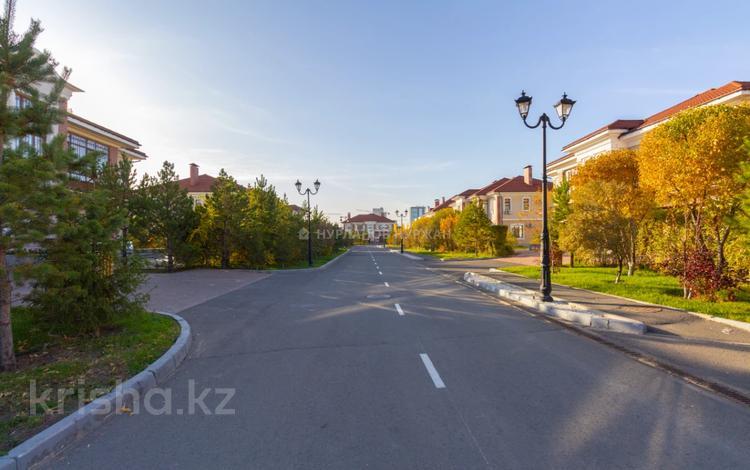 7-комнатный дом, 420 м², 13 сот., Мерей за 390 млн 〒 в Нур-Султане (Астана), Есиль р-н