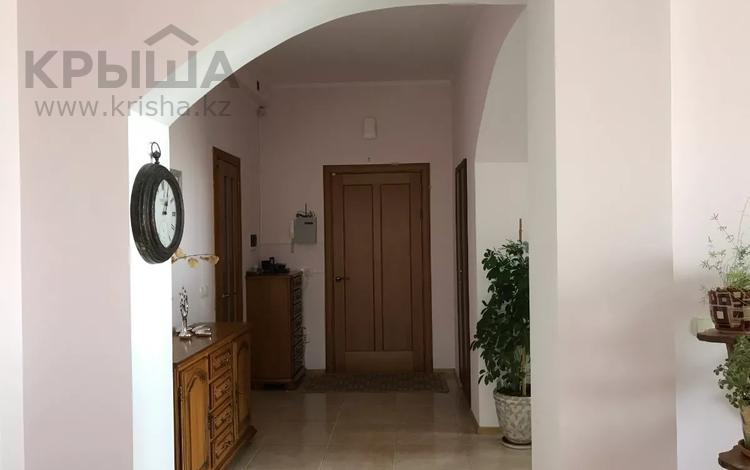 2-комнатная квартира, 100 м², 7 этаж, Малика Габдуллина 3 за 38 млн 〒 в Нур-Султане (Астана), р-н Байконур