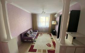 3-комнатная квартира, 85 м², 2/6 этаж посуточно, 12 мкр 37 за 10 000 〒 в Актобе, мкр 12