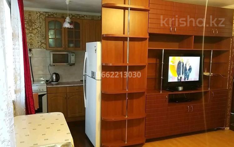 2-комнатная квартира, 45 м², 2/9 этаж посуточно, мкр Новый Город, Пр. Н.Абдирова 25 за 8 000 〒 в Караганде, Казыбек би р-н