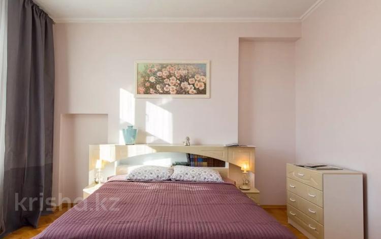 3-комнатная квартира, 110 м², 8 этаж посуточно, проспект Достык 97Б за 22 000 〒 в Алматы, Медеуский р-н