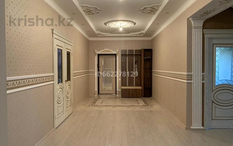 7-комнатный дом, 457 м², 5.5 сот., проспект Каныша Сатпаева за 147 млн 〒 в Атырау