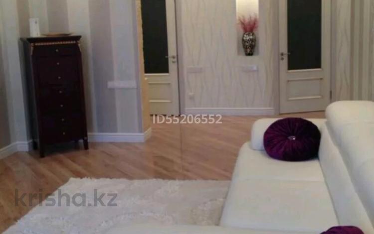 2-комнатная квартира, 80 м², 15/16 этаж, Республики 40 — Шахтеров за 30 млн 〒 в Караганде