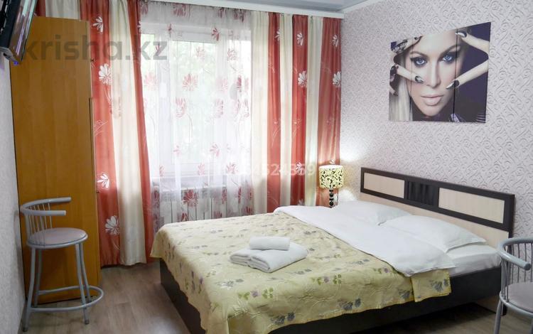 1-комнатная квартира, 15 м², 1/5 этаж посуточно, Басенова 45 — Розыбакиева за 8 300 〒 в Алматы, Бостандыкский р-н