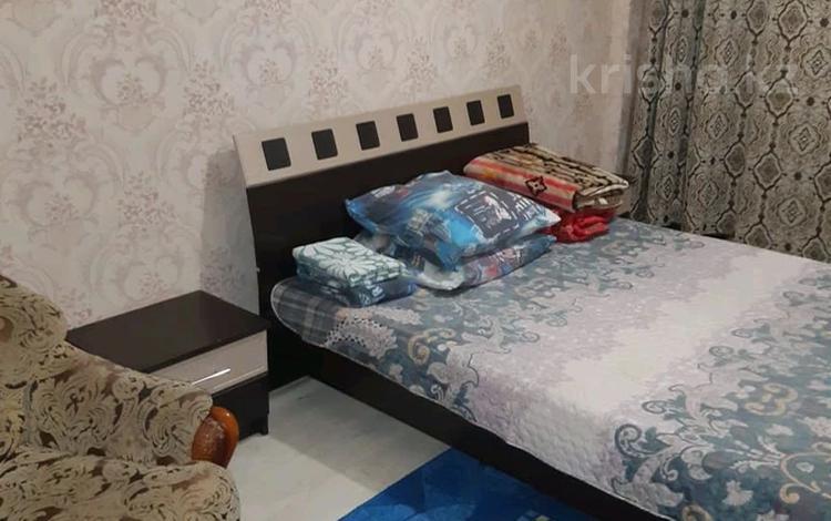 2-комнатная квартира, 65 м², 1/9 этаж посуточно, мкр Кунаева 61 за 10 000 〒 в Уральске, мкр Кунаева