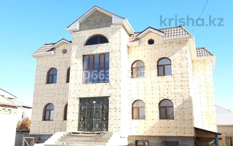 15-комнатный дом, 940 м², 8 сот., Жахаева 187 за 180 млн 〒 в