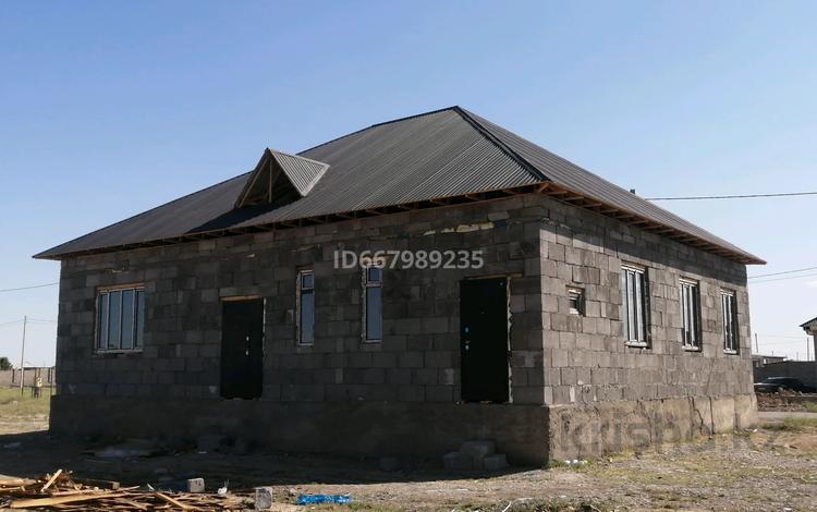 6-комнатный дом, 180 м², 10 сот., Микрорайон Бекзат Саттарханов 27 (Жолдың астында) за 18.5 млн 〒 в Туркестане