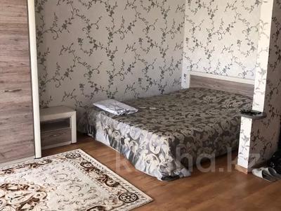 1-комнатная квартира, 30 м², 5/5 этаж посуточно, Дулатова 141 — Б. Момышулы за 7 000 〒 в Семее — фото 3