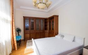 5-комнатный дом помесячно, 300 м², 12 сот., мкр Таусамалы, Шаляпина 146 — Ашимова за 950 000 〒 в Алматы, Наурызбайский р-н