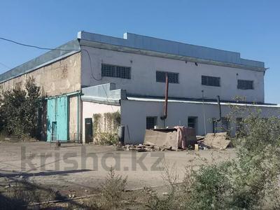 Здание, площадью 1364 м², Ниеткалиева 122 Д — Махамбет батыр за ~ 28.7 млн 〒 в Таразе