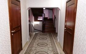 5-комнатный дом, 198 м², 7.2 сот., мкр Жана Орда — Яблоневая за 55 млн 〒 в Уральске, мкр Жана Орда