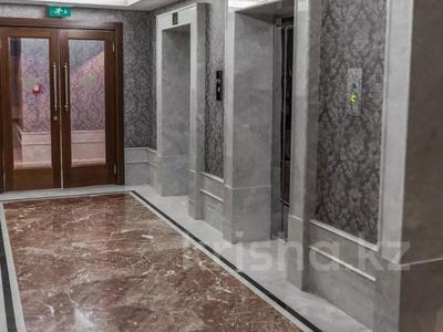 3-комнатная квартира, 130 м², 12/25 этаж помесячно, проспект Туран — Сыганак за 400 000 〒 в Нур-Султане (Астана) — фото 15