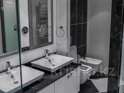 3-комнатная квартира, 130 м², 12/25 этаж помесячно, проспект Туран — Сыганак за 400 000 〒 в Нур-Султане (Астана) — фото 8