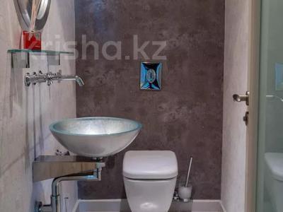 3-комнатная квартира, 130 м², 12/25 этаж помесячно, проспект Туран — Сыганак за 400 000 〒 в Нур-Султане (Астана) — фото 11