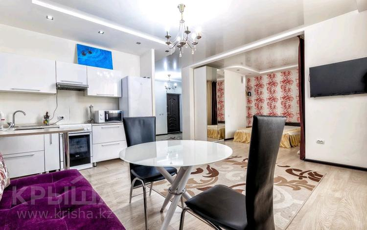 1-комнатная квартира, 50 м², 8 этаж посуточно, Сауран 3/1 — Сыганак за 10 000 〒 в Нур-Султане (Астана), Есиль р-н