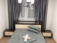 2-комнатная квартира, 80 м², 1/9 этаж посуточно, мкр Нурсая, Таумуш Жумагалиева 17а за 12 990 〒 в Атырау, мкр Нурсая