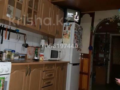 3-комнатная квартира, 78 м², 1/3 этаж, Есиль 4 кв8 за 17 млн 〒 в Шымкенте, Аль-Фарабийский р-н