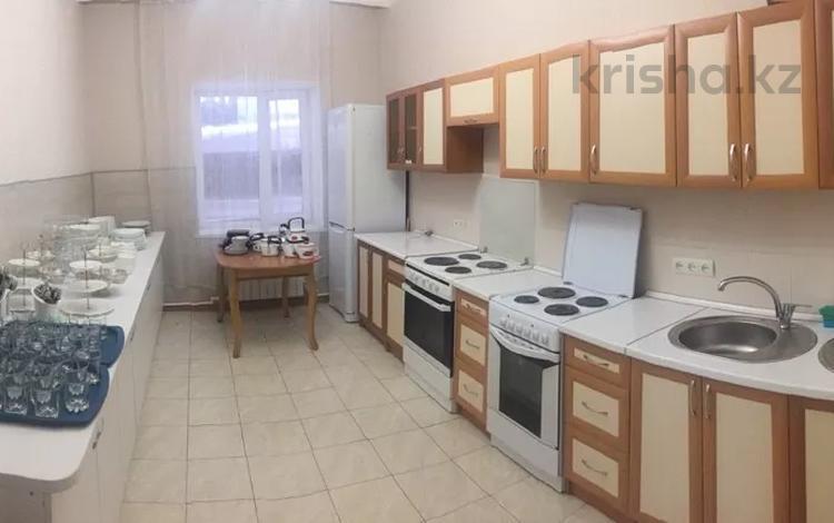 3-комнатный дом посуточно, 180 м², Акарыс 23 — Абылай хана за 35 000 〒 в Нур-Султане (Астана), Алматы р-н