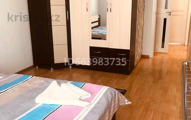 2-комнатная квартира, 65 м², 8/15 этаж посуточно, Мәңгілік Ел 19 — Алмааты за 10 000 〒 в Нур-Султане (Астана), Есиль р-н