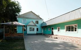5-комнатный дом, 250 м², 10 сот., Село Абай, Азербаева 2а за 65 млн 〒