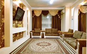 2-комнатная квартира, 105 м², 1/5 этаж посуточно, Молдагуловой 54а за 11 990 〒 в Актобе, мкр. Батыс-2