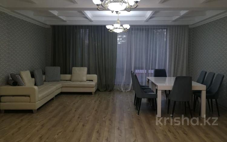 5-комнатная квартира, 220 м², 1/3 этаж помесячно, мкр Горный Гигант 258 — Жамакаева за 1 млн 〒 в Алматы, Медеуский р-н
