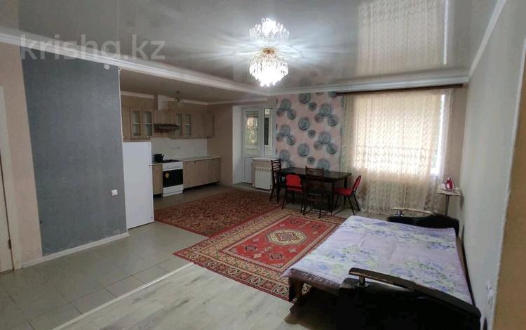 3-комнатная квартира, 96 м², 1/5 этаж помесячно, Левинцова 5 за 130 000 〒 в Актобе