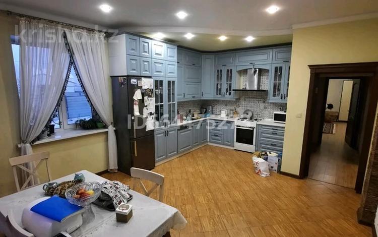 5-комнатный дом, 210 м², 8 сот., улица Байтерек за 42 млн 〒 в Чапаеве