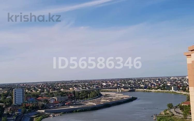 2-комнатная квартира, 106 м², Кулманова 1б за 38 млн 〒 в Атырау