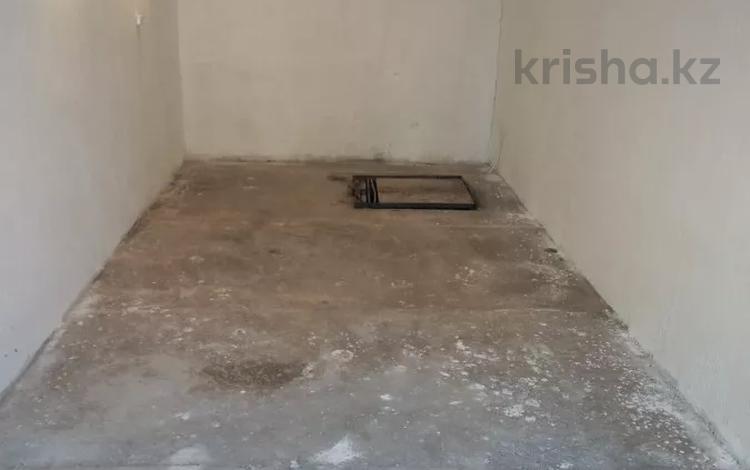 гараж за мастер хаусам, новые утепленные ворота, ремонт, не дорого! за 3.5 млн 〒 в Нур-Султане (Астана), Алматы р-н