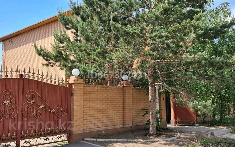 5-комнатный дом, 200 м², 10 сот., Обаган 18 за 120 млн 〒 в Нур-Султане (Астане), Алматы р-н