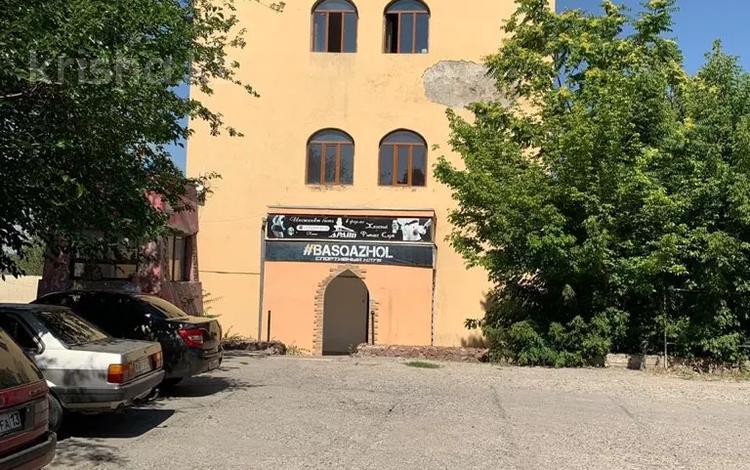 Здание, площадью 2200 м², 11 мкрорайон — Елшибек батыра за 270 млн 〒 в Шымкенте, Енбекшинский р-н