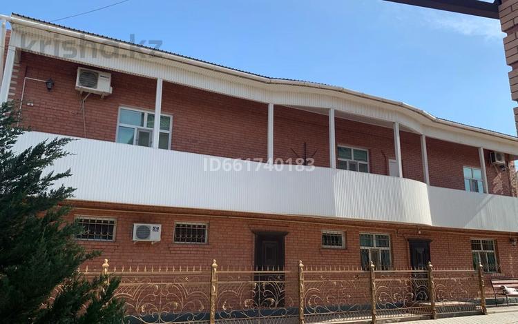3-комнатный дом посуточно, 300 м², 14 сот., Ходжа Ахмет Яссави 5 — Толе би за 30 000 〒 в