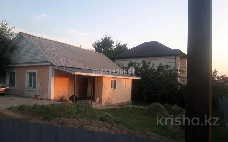 3-комнатный дом, 80 м², 6 сот., мкр Думан-1 Акын Сара за 15 млн 〒 в Алматы, Медеуский р-н