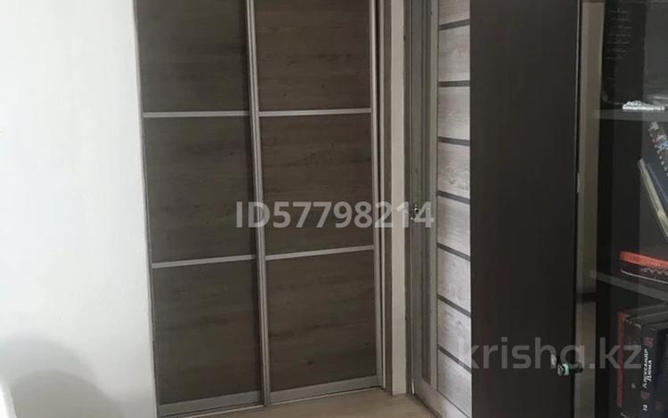 3-комнатная квартира, 56 м², 5/5 этаж, 35 квартал 5А — Шугаева (остановка Автобусный парк) за 11 млн 〒 в Семее