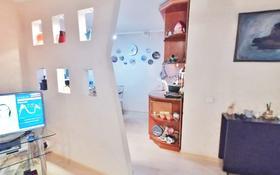 2-комнатная квартира, 52 м², 2/5 этаж, проспект Бухар Жырау 48 за 15.5 млн 〒 в Караганде, Казыбек би р-н