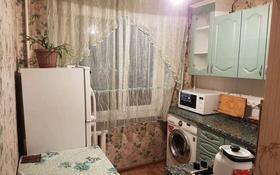 1-комнатная квартира, 38 м², 3 этаж по часам, мкр №6 12 за 1 000 〒 в Алматы, Ауэзовский р-н