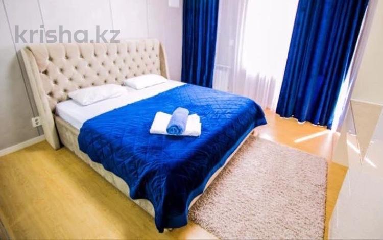 1-комнатная квартира, 55 м², 23/28 этаж посуточно, Кошкарбаева 10/1 — Тауелсиздик за 10 000 〒 в Нур-Султане (Астане)