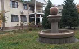 8-комнатный дом помесячно, 320 м², 10 сот., Бегалина 115 за 600 000 〒 в Алматы, Медеуский р-н