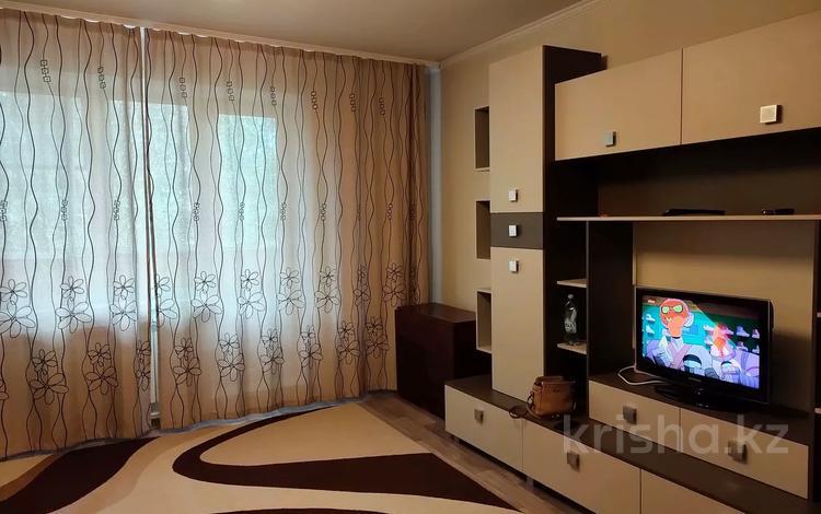 2-комнатная квартира, 58 м², 2/9 этаж посуточно, Степной 3 — проспект Шахтеров за 8 000 〒 в Караганде, Казыбек би р-н