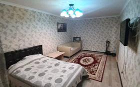 1-комнатная квартира, 33 м², 2/5 этаж, 18 мкр 8 за 6.4 млн 〒 в Караганде, Октябрьский р-н