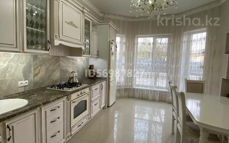 6-комнатный дом, 200 м², 8 сот., Абзал 1001 — Жибек жолы за 58 млн 〒 в Шымкенте