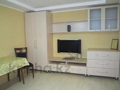 1-комнатная квартира, 35 м², 3/4 этаж посуточно, Муратбаева 232 — Абая за 7 000 〒 в Алматы, Алмалинский р-н