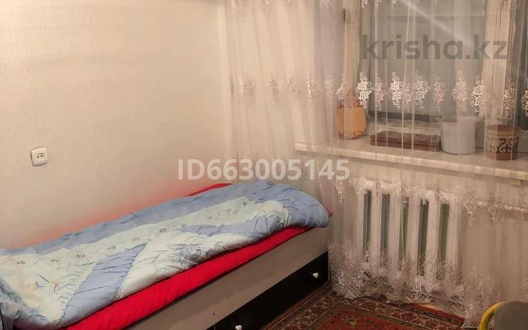 4-комнатная квартира, 80 м², 6/6 этаж помесячно, Алтынсарина 37 за 60 000 〒 в Актобе, Старый город