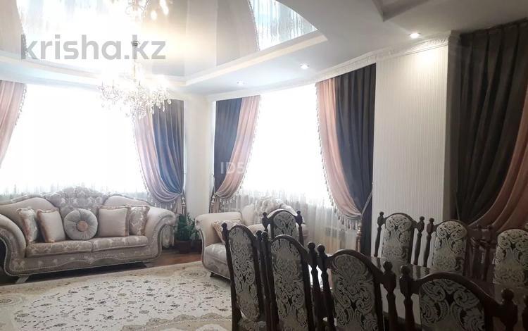 3-комнатная квартира, 120 м², 8/10 этаж, Молдагуловой — Баишева за 25 млн 〒 в Актобе, мкр. Батыс-2