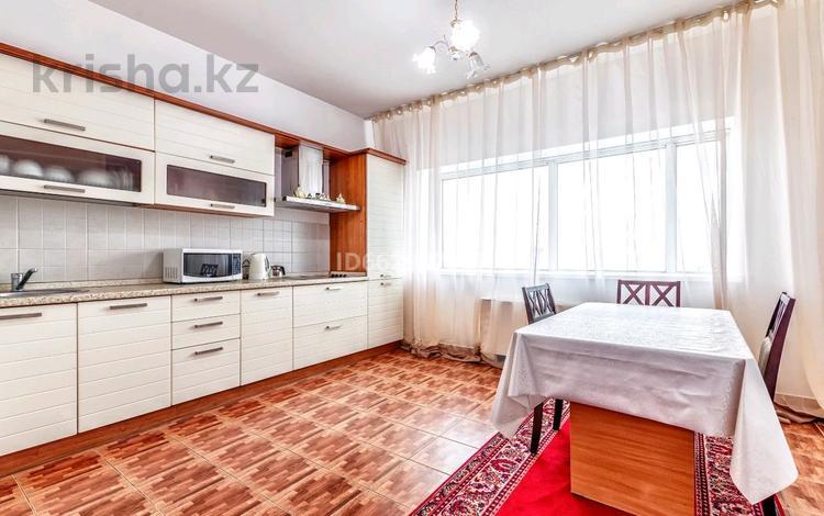 2-комнатная квартира, 100 м², 23/42 этаж посуточно, Достык 5 — Сауран за 13 000 〒 в Нур-Султане (Астана), Есиль р-н